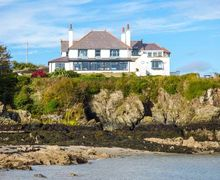 Snaptrip - Last minute cottages - Delightful Cemaes Bay Cottage S39282 -