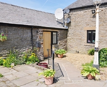 Snaptrip - Holiday cottages - Exquisite Glossop Cottage S16581 -