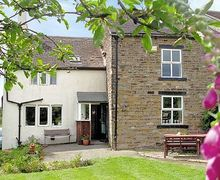 Snaptrip - Last minute cottages - Attractive Glossop Cottage S16585 -
