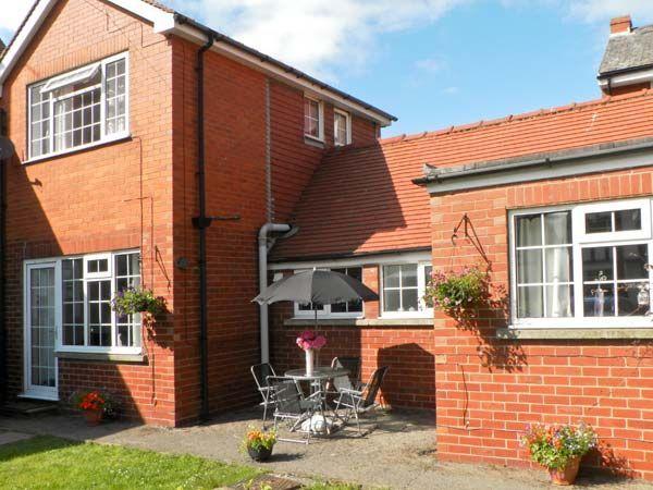Luxury bridlington cottage s3605 woodcroft cottage for Country cottage kennel