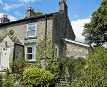 Snaptrip - Holiday cottages - Quaint Glossop Cottage S16589 -