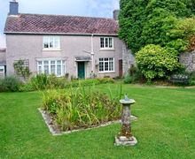 Snaptrip - Last minute cottages - Stunning Pembroke Dock House S5337 -