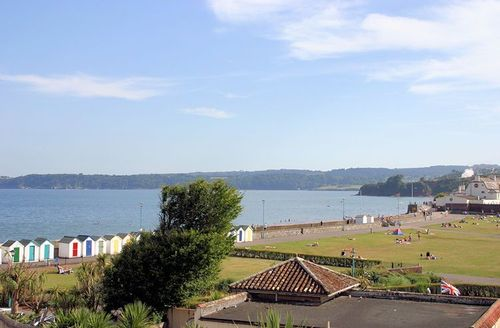 Snaptrip - Last minute cottages - Delightful Paignton Apartments S1397 - Spectacular sea views from the balcony