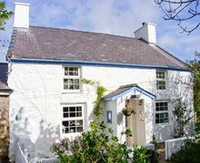 Snaptrip - Last minute cottages - Inviting Llanerchymedd Mynydd S5422 -