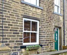 Snaptrip - Last minute cottages - Quaint Keighley Rental S3751 -