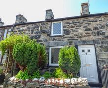 Snaptrip - Last minute cottages - Wonderful Betws Y Coed Cottage S57373 -