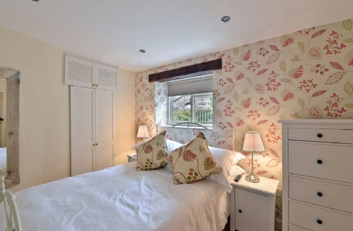 Snaptrip - Last minute cottages - Excellent Hope Valley Apartment S16610 -