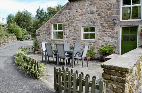Snaptrip - Last minute cottages - Tasteful Matlock Cottage S16615 -