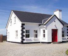 Snaptrip - Last minute cottages - Tasteful Ballina Cottage S12546 -