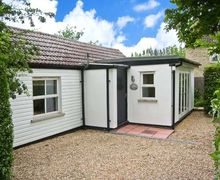 Snaptrip - Last minute cottages - Quaint Wisbech Cottage S2546 -