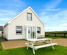 Snaptrip - Last minute cottages - Tasteful Ennis Cottage S70232 -