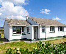 Snaptrip - Last minute cottages - Beautiful  Cottage S6041 -