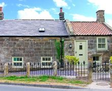 Snaptrip - Last minute cottages - Beautiful Aislaby Cottage S9517 -