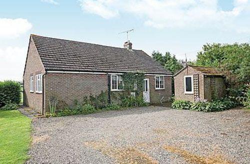 Snaptrip - Last minute cottages - Cosy Bishops Castle Cottage S16722 -