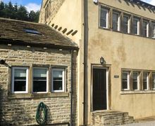 Snaptrip - Last minute cottages - Gorgeous Huddersfield Royd S4344 -