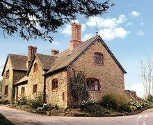 Snaptrip - Last minute cottages - Delightful Church Stretton Cottage S16750 -
