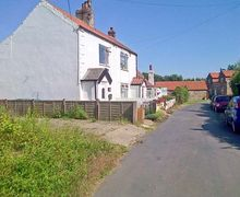 Snaptrip - Last minute cottages - Cosy Withernsea Cottage S4469 -