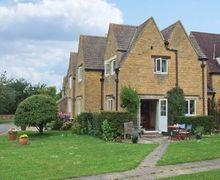Snaptrip - Last minute cottages - Exquisite Cheltenham Cottage S2872 -