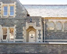 Snaptrip - Last minute cottages - Stunning Rhayader Courthouse S6418 -