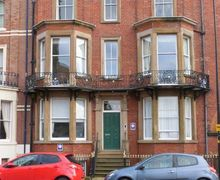 Snaptrip - Last minute cottages - Delightful Whitby Apartment S4573 -