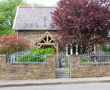 Snaptrip - Last minute cottages - Attractive Swansea Cottages S6514 -
