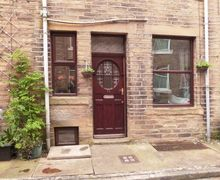 Snaptrip - Last minute cottages - Cosy Hebden Bridge Cottage S6748 -