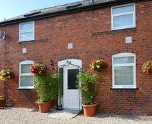 Snaptrip - Last minute cottages - Wonderful Nantmawr Apartment S6709 -