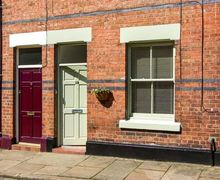 Snaptrip - Last minute cottages - Stunning Chester Cottage S12630 -