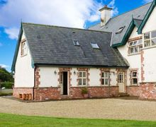 Snaptrip - Last minute cottages - Excellent Gorey Apartment S12696 -
