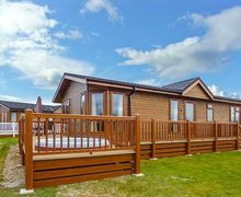 Snaptrip - Last minute cottages - Wonderful Tattershall Lakes Country Park Rental S25939 -