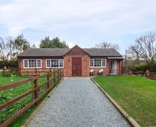 Snaptrip - Last minute cottages - Tasteful Balsall Common Cottage S76913 -