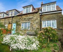 Snaptrip - Last minute cottages - Inviting Sandsend Cottage S27119 -