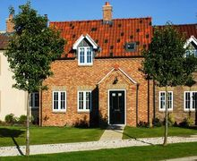 Snaptrip - Last minute cottages - Excellent Hunmanby Gap Cottage S42020 -