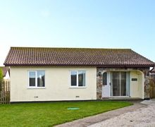 Snaptrip - Last minute cottages - Gorgeous St. Merryn Lodge S31805 -