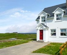 Snaptrip - Last minute cottages - Gorgeous Tullaghan, County Leitrim Cottage S33760 -