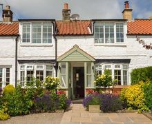 Snaptrip - Last minute cottages - Adorable Aislaby Cottage S37708 -