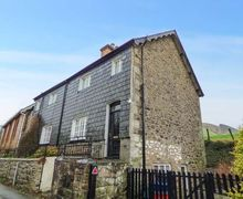 Snaptrip - Last minute cottages - Inviting Llawryglyn Cottage S45042 -