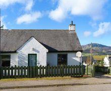 Snaptrip - Last minute cottages - Quaint Staffin Cottage S41317 -