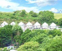Snaptrip - Last minute cottages - Quaint Laugharne Cottage S43698 -