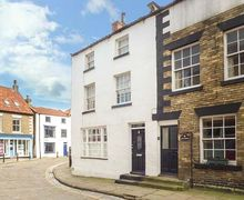 Snaptrip - Last minute cottages - Quaint Staithes Cottage S45367 -