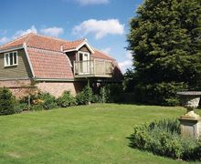 Snaptrip - Last minute cottages - Attractive Brundall Apartment S17024 -