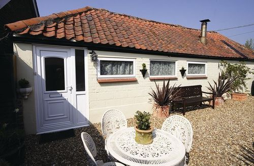 Snaptrip - Last minute cottages - Inviting Brundall Cottage S17025 -