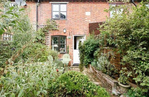 Snaptrip - Last minute cottages - Wonderful Brundall Cottage S17029 -