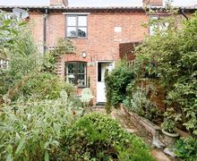 Snaptrip - Last minute cottages - Wonderful Brundall Cottage S17029 -