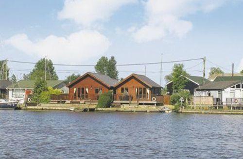 Snaptrip - Last minute cottages - Captivating Brundall Cottage S17038 -