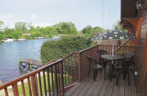 Snaptrip - Last minute cottages - Splendid Brundall Cottage S17045 -