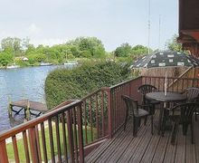 Snaptrip - Last minute cottages - Splendid Brundall Cottage S17045 -