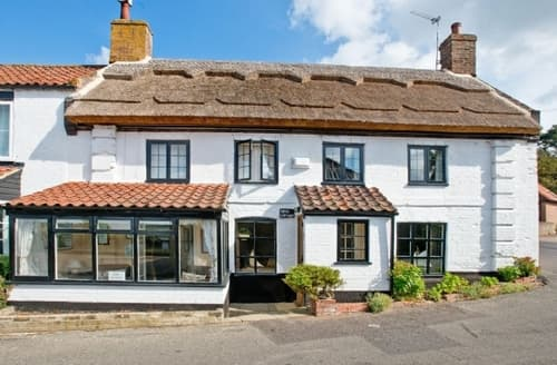 Snaptrip - Last minute cottages - Beautiful Brundall Cottage S17048 -