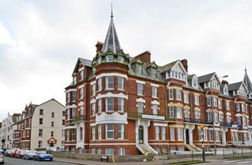 Snaptrip - Last minute cottages - Inviting Cromer Apartment S17081 -