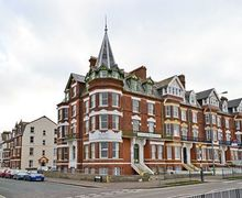 Snaptrip - Holiday cottages - Inviting Cromer Apartment S17081 -